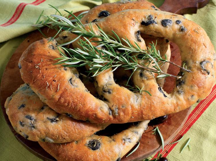 fougasse-aux-olives-et-romarin