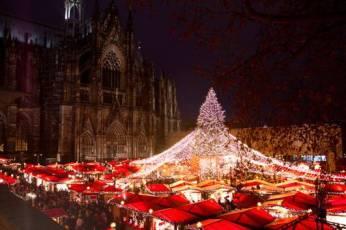 weihnachtsmarkt-am-koelner-dom-br-strahlendes-lichterzeit-vor-dem-koelner-dom-eb