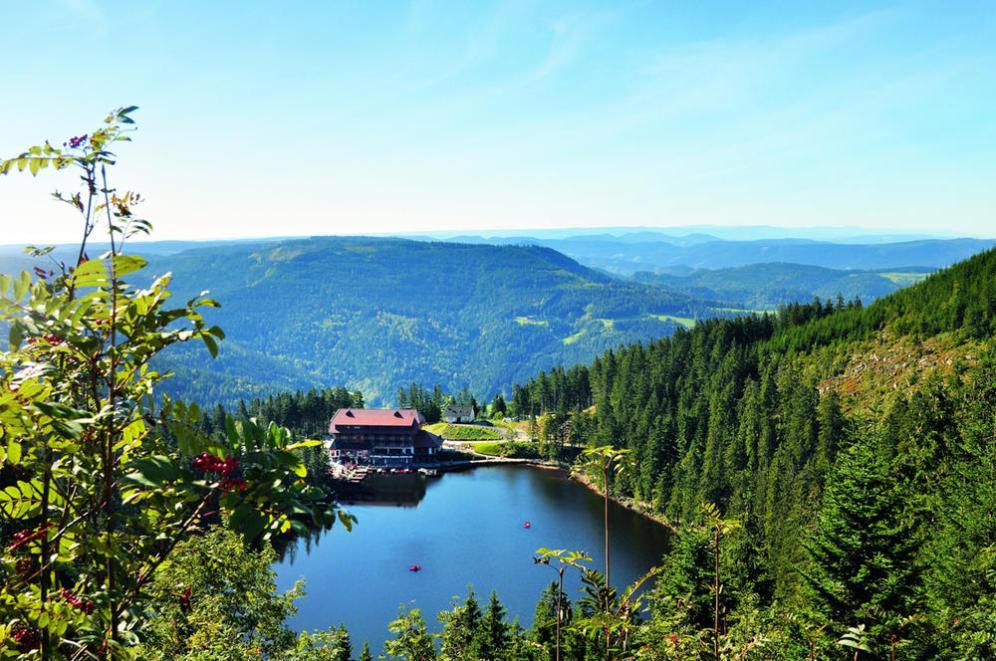 mummelsee-mit-neuem-hotel_front_large-2